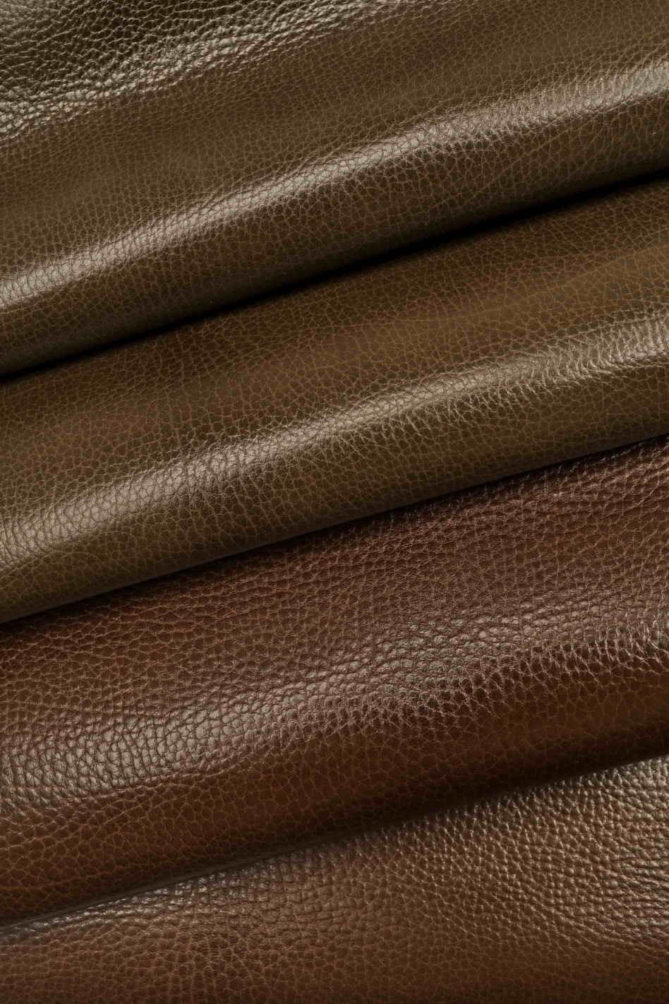 Thickness 0.7 mm A3959-TU La Garzarara sporty vintage looking Italian leather opaque dark brown half calf hides soft skin