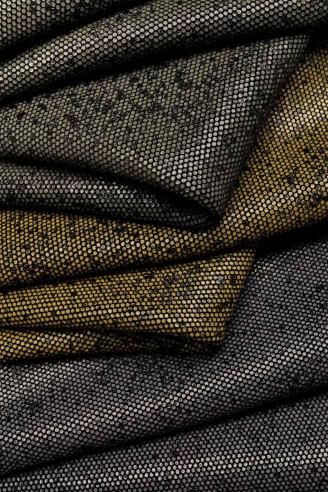 Italian leather, black base crust...